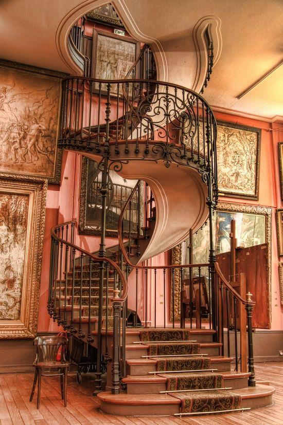 Лестница в готическом стиле