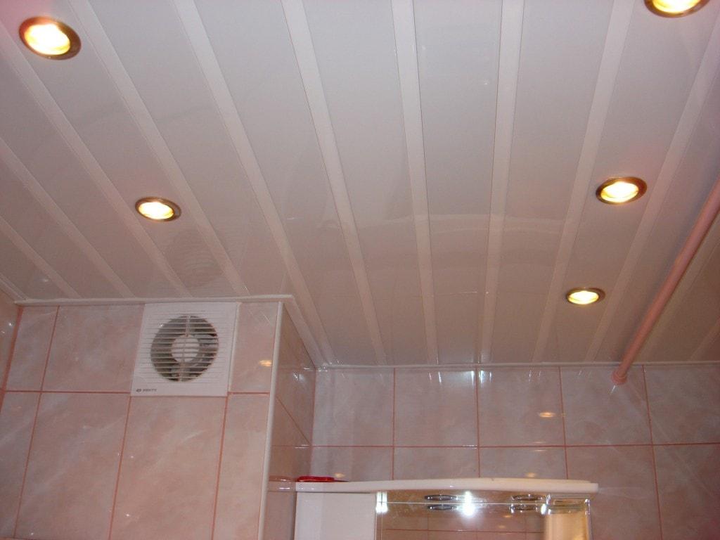 виды потолочных покрытий панели для ванной комнаты