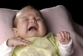причинам вздрагивания малыша относятся