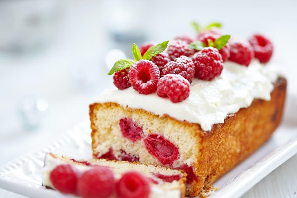 Пошаговый рецепт приготовления кекса с малиной-min
