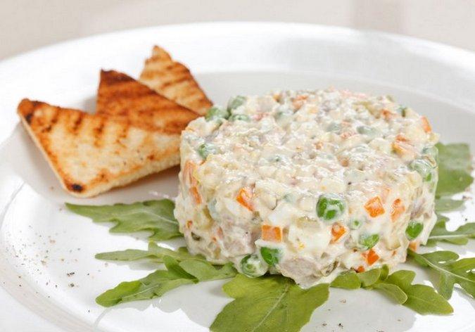 Пошаговый рецепт приготовления гриль - салат оливье с куриной грудкой